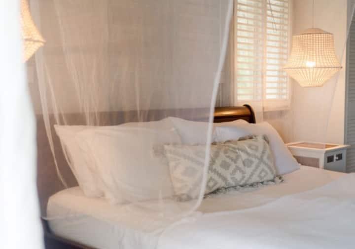 Cozy Idyllic Apartment with Ocean Views