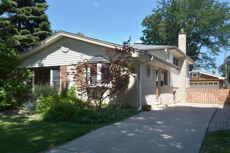 Beautiful, bright house near ORD/Metra/Woodfield - Arlington Heights - Ház