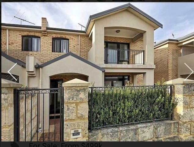 Modern 3 bedroom townhouse close to south beach.