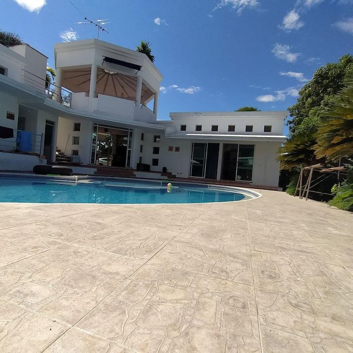 Habitación en casa quinta piscina privada- 4 camas