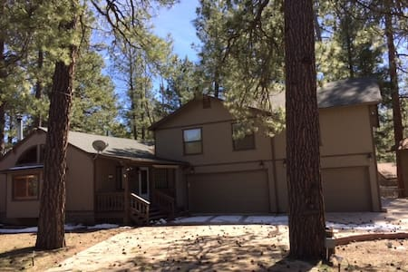 Large, Peaceful Munds Park Retreat - Munds Park - Casa