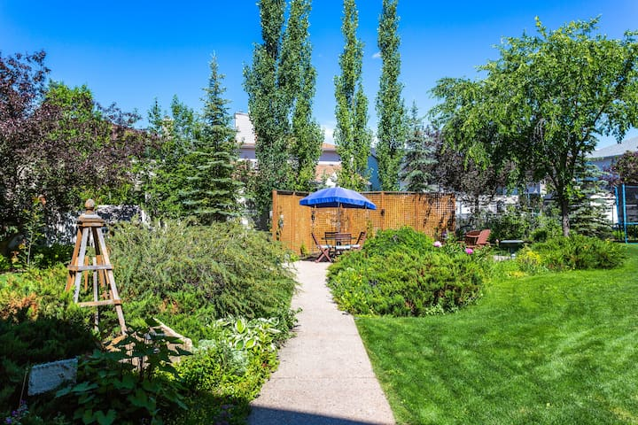 Private Garden Entrance Walkout Suite 800+ sq feet