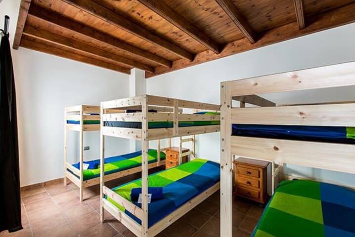 Marley Habitación privada 6 pax SurfHouse & School