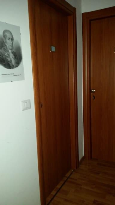 Porta di ingresso in corridoio