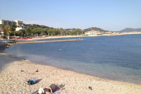 F2 Mourillon à 50m des plages état neuf - Toulon - Apartemen