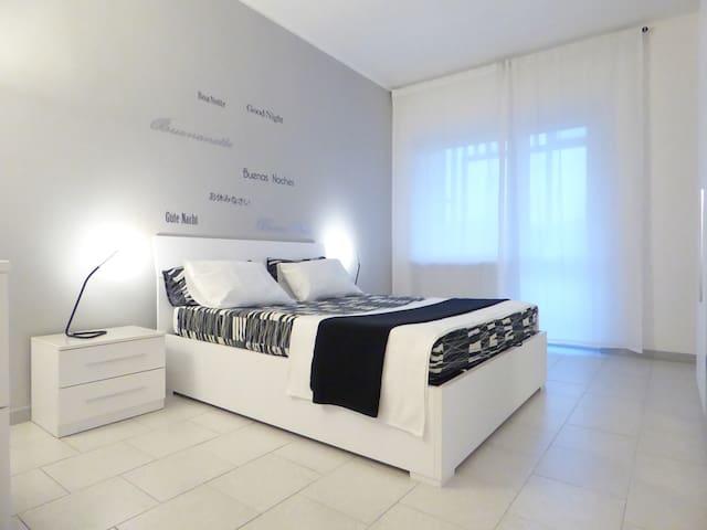 Bilocale luminoso e panoramico - Turim - Apartamento