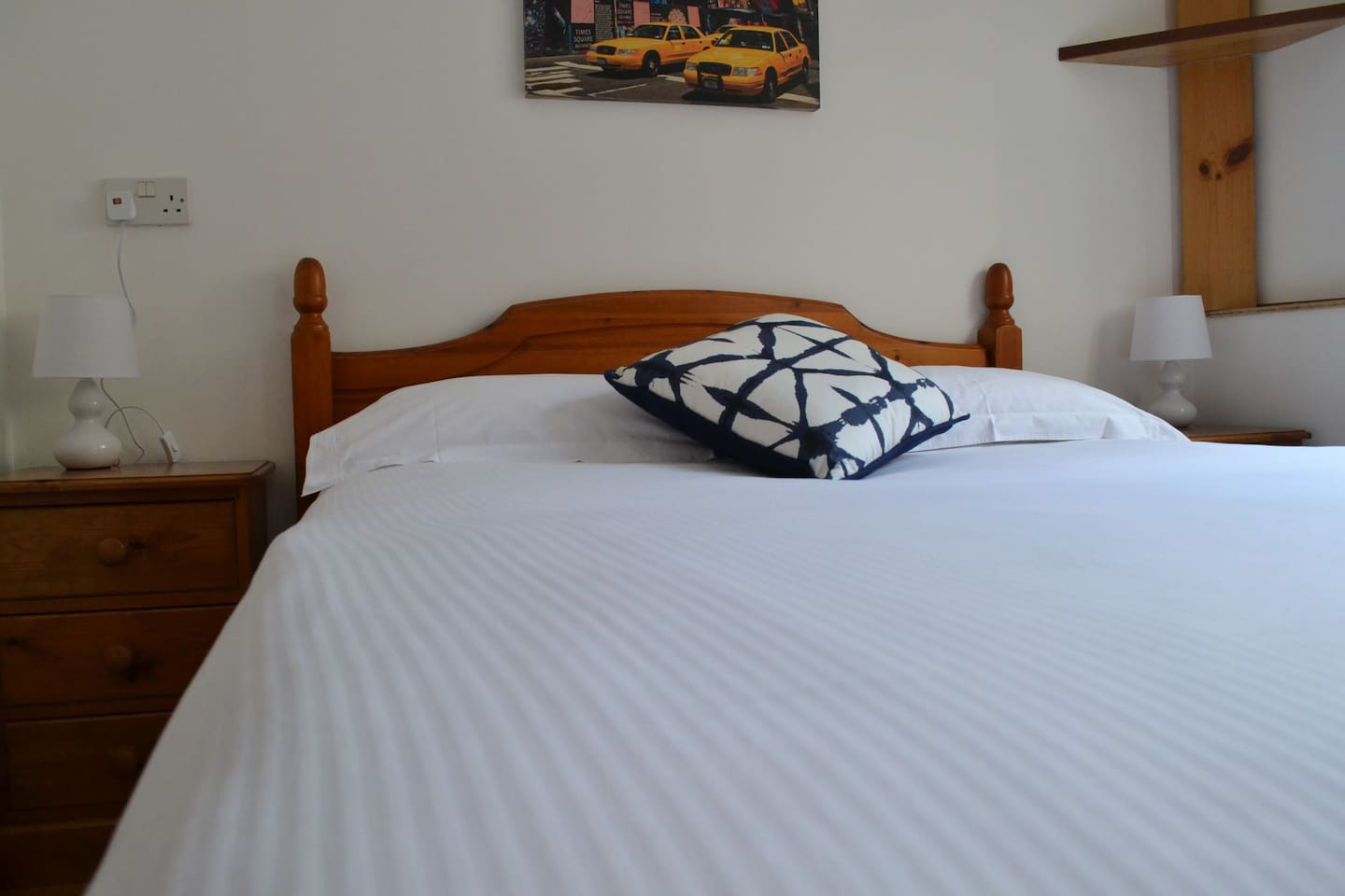Double bed with professionally laundered 100% cotton linen