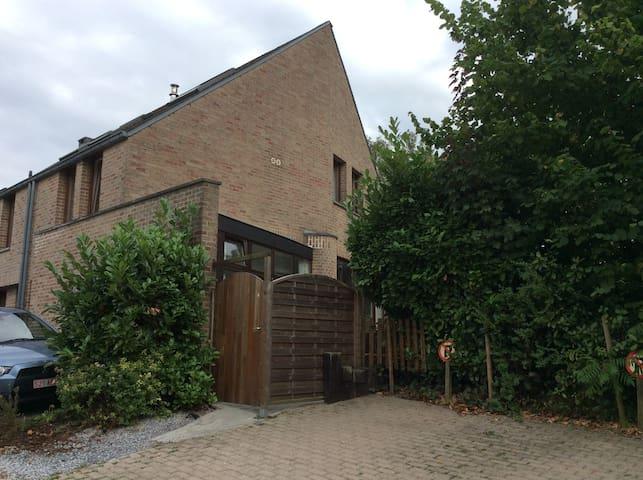Chambre idéalement située au coeur - Ottignies-Louvain-la-Neuve - Casa