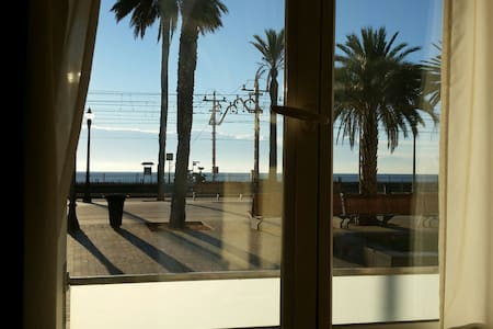 Suite with Private Bathroom at the Beach! - Badalona