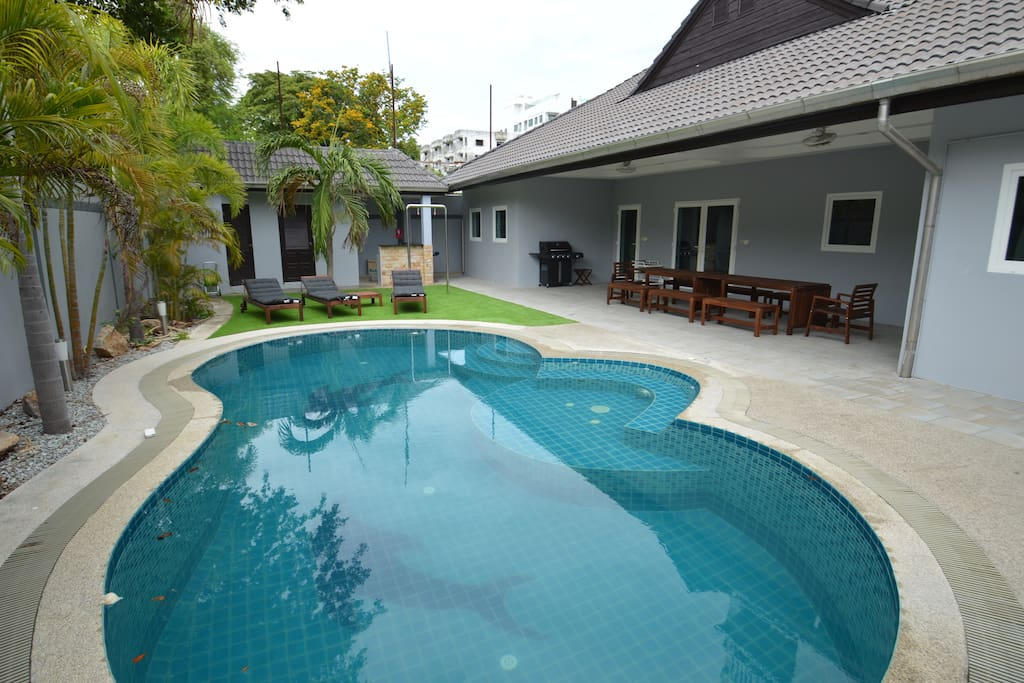 Swimming pool, jacuzzi, garden and BBQ area