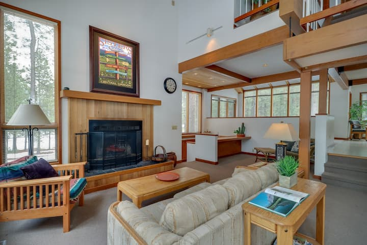 Spacious, dog-friendly home w/ dock, shared pools, hot tub, & sports courts