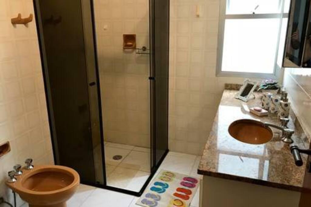 Banheiro 1 / Restroom 1