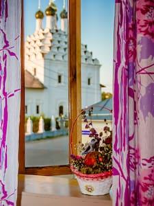 Комната с видом на Церковь 16 века - Kolomna