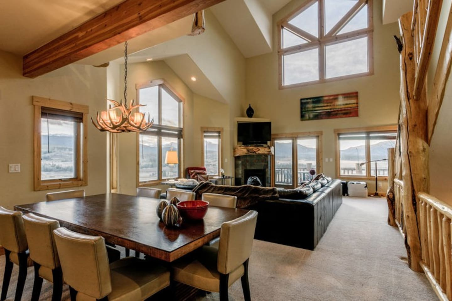 Open design broadens the main level and keeps the conversations going at Spruce Ridge 714H