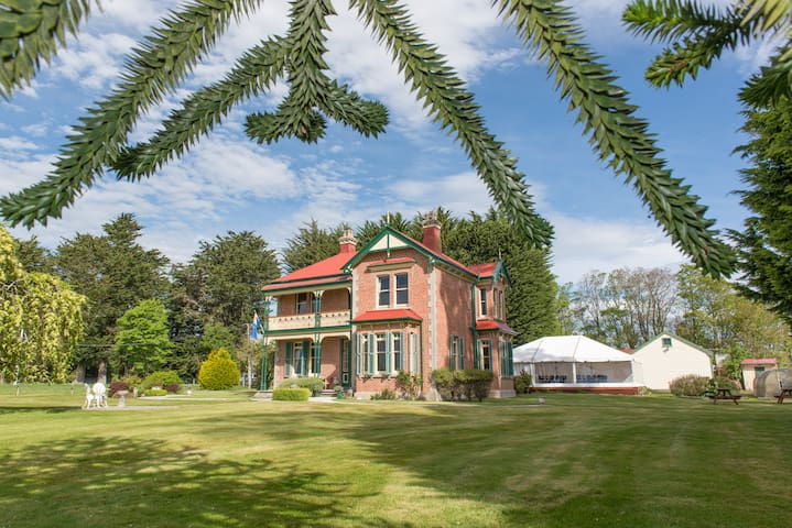 Edwardian elegance set in 10 acres of grounds