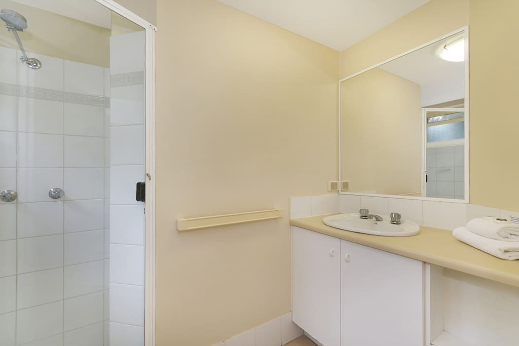 Main Bathroom Apartment 11