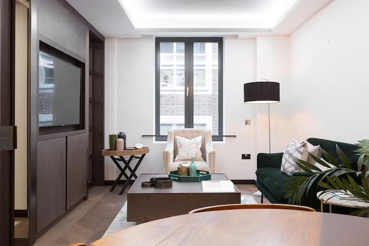 Luxurious one bed in Golden Square