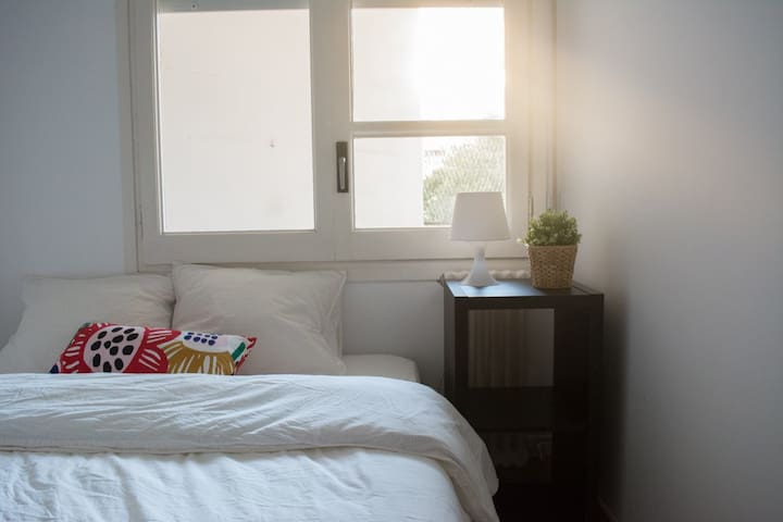 NEW, renovated, big double room! CENTER BARCELONA
