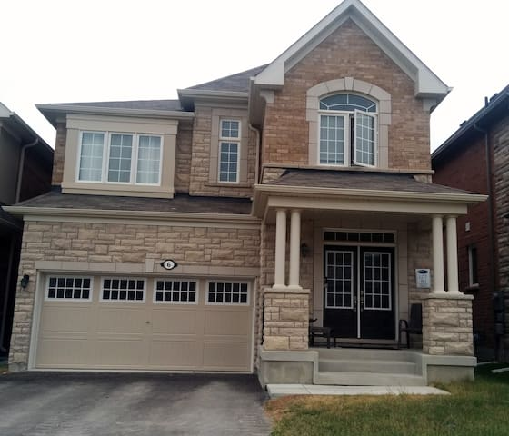 WHOLE DETACHED 6 BEDROOMS  HOUSE IN AURORA CANADA - Aurora - Rumah