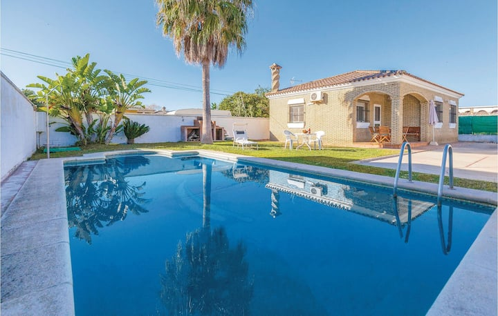 Beautiful home in Puerto de Santa María with Outdoor swimming pool, Outdoor swimming pool and 2 Bedrooms