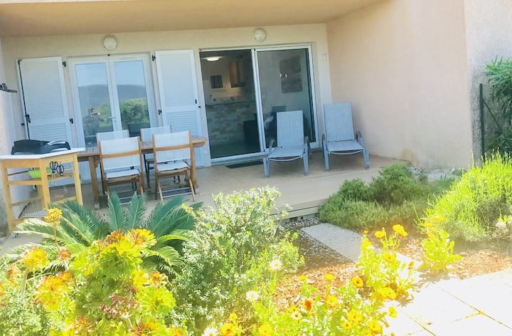 One bedroom apartment with garden, residence with pool