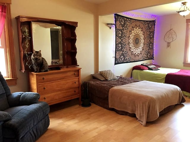 Spacious, Cozy & Bright Moncton Room