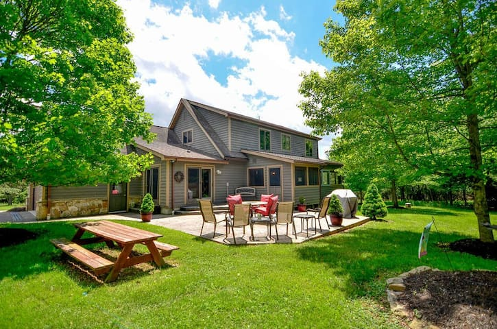 DOGS WELCOME! Lake Access Home w/Dock Slip, Hot Tub, & MANY Community Amenities!