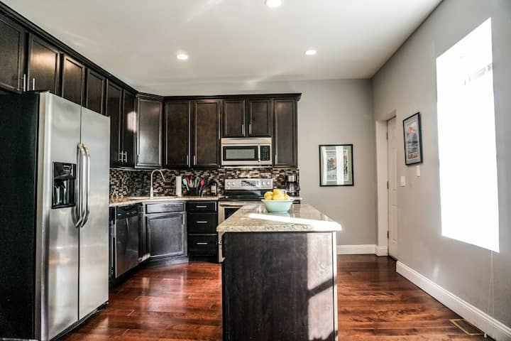 ★ Large 4BR Home in Downtown STL | Families,groups