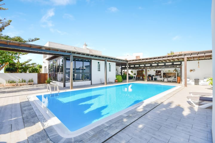 Spacious Holiday Home Nazoly with 2 Independent Properties, Mountain View, Wi-Fi, Balconies, Terraces, Garden & Pool; Parking Available