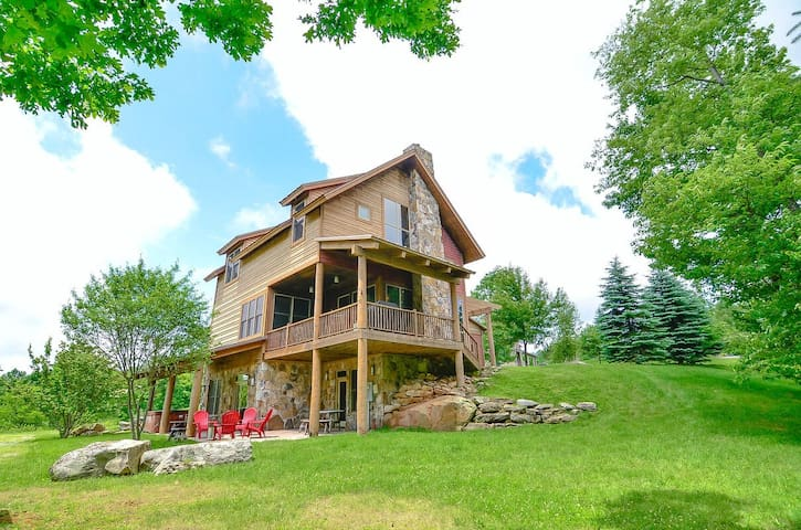 DOGS WELCOME! Lake Access Home w/Hot Tub, Dock Slip, & MANY Community Amenities!