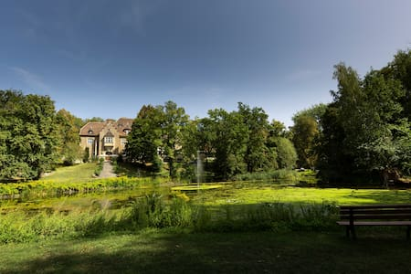"""Schloss"" mit Park - Villa Westerberge"