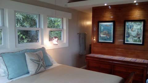 East End Roatan Bed & Breakfast with a View