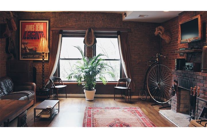 Huge 1BR Wes Anderson Style *Staycation Discounts
