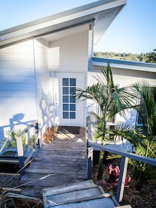 Surf Beach Holiday House - 5 min walk to beach! - Surf Beach - Haus