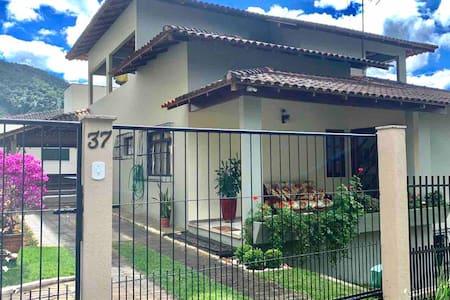 Sua casa em Domingos Martins a 3 minutos do centro