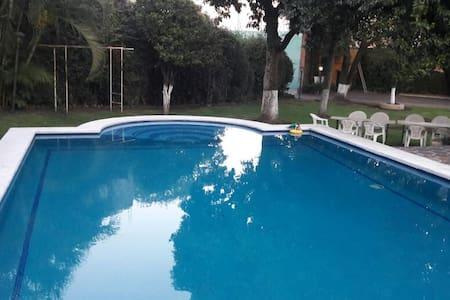 Casa con alberca en Morelos - Jiutepec