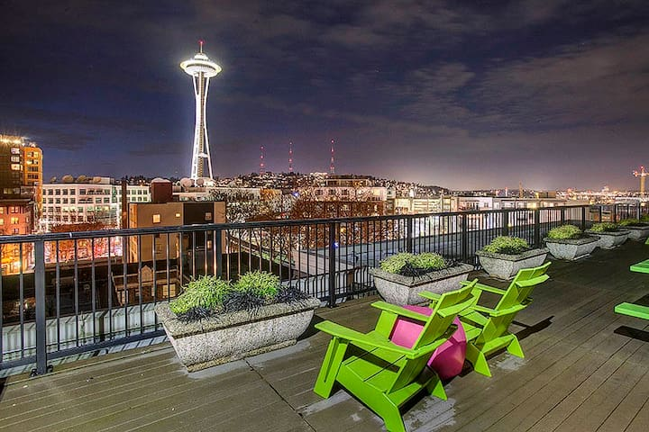☕ Beautiful condo right next to Space Needle!