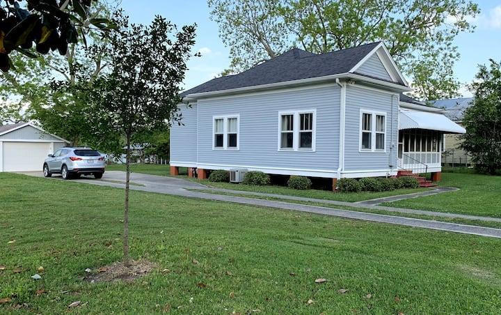 Cottage on Main (Bayou Side)