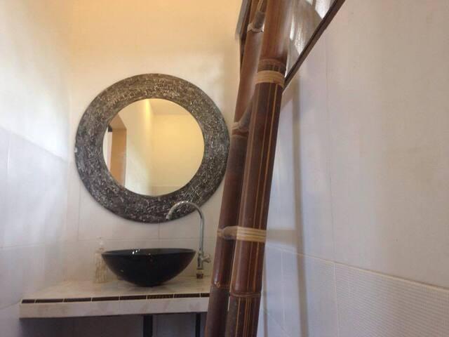ANANAS Homestay, Balcony Room #2 - South Kuta - Guesthouse
