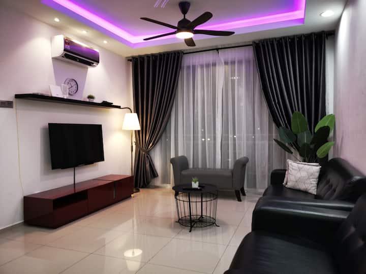 Ehsan Residence POOLVIEW + WIFI@ KLIA-NILAI-SEPANG
