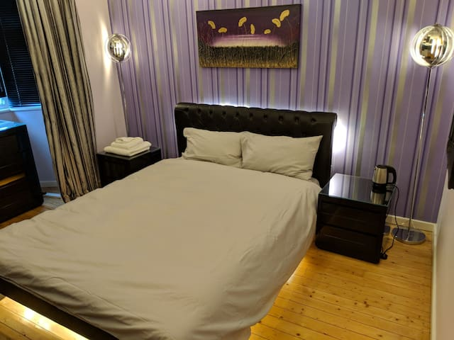 King Size Bed, quiet area, free parking