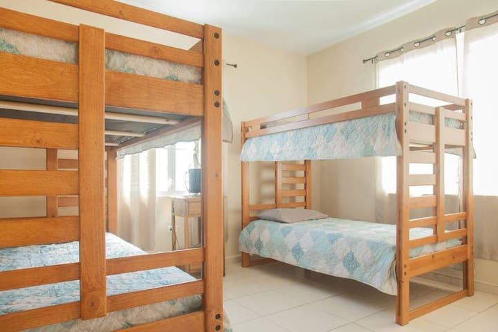 3er cuarto con 4 camas litera. Este cuarto tiene A/C Inverter