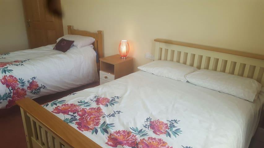 Room for 3 people - Miltown Malbay - Bed & Breakfast