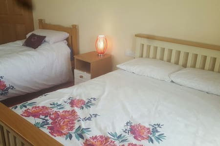 Room for 3 people - Miltown Malbay - 家庭式旅館