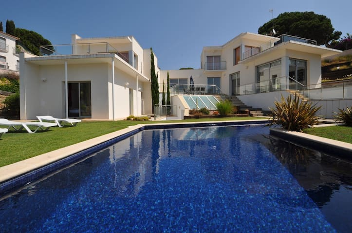 Modern Villa Tortuga, 600m from the sea, air conditioning, private pool, 4 bedrooms, barbecue, recreation area, parking