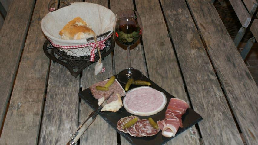 Exemple d'assiette de charcuterie pouvant être mis à disposition