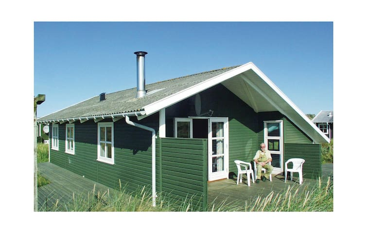 Holiday cottage with 2 bedrooms on 64 m² in Frøstrup