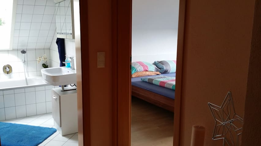 Nice Room with privat bathroom, toilet, TV, Wi-Fi - Sulzbach am Main - Apartament