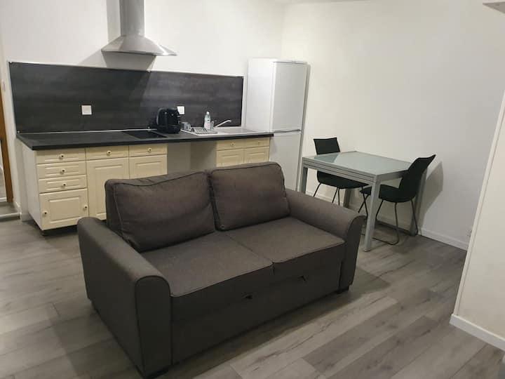 Appartement neuf T2 45 m², entièrement équipé.