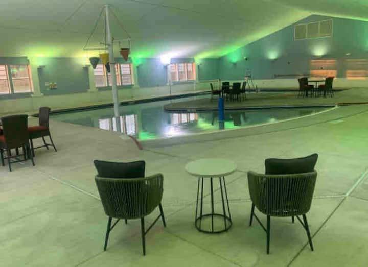 Indoor/outdoor pool/hottub Egg Harbor condo #51